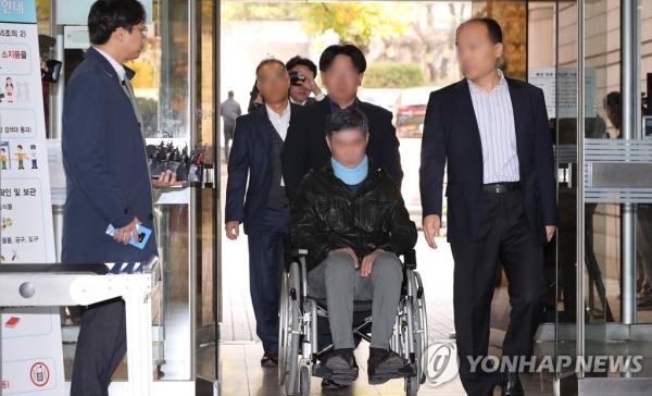 조국 전 장관 동생 조모(52)씨가 구속영장심사를 받기위해 법원에 출석하고 있다. [연합뉴스]