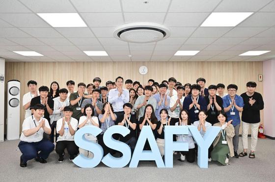 이재용 삼성전자 부회장은 지난 8월 20일 SSAFY 광주 교육센터를 방문해 소프트웨어 교육을 참관하고 교육생들을 격려했다. [사진 삼성전자]