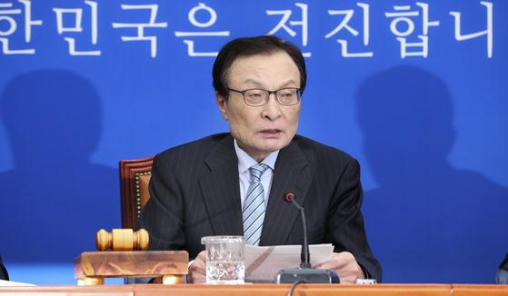 이해찬 더불어민주당 대표가 18일 국회에서 열린 민주당 최고위원회의에 참석해 발언하고 있다. 임현동 기자