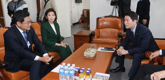오신한 바른미래당(왼쪽), 나경원 자유한국당, 이인영 더불어민주당 원내대표. [연합뉴스]