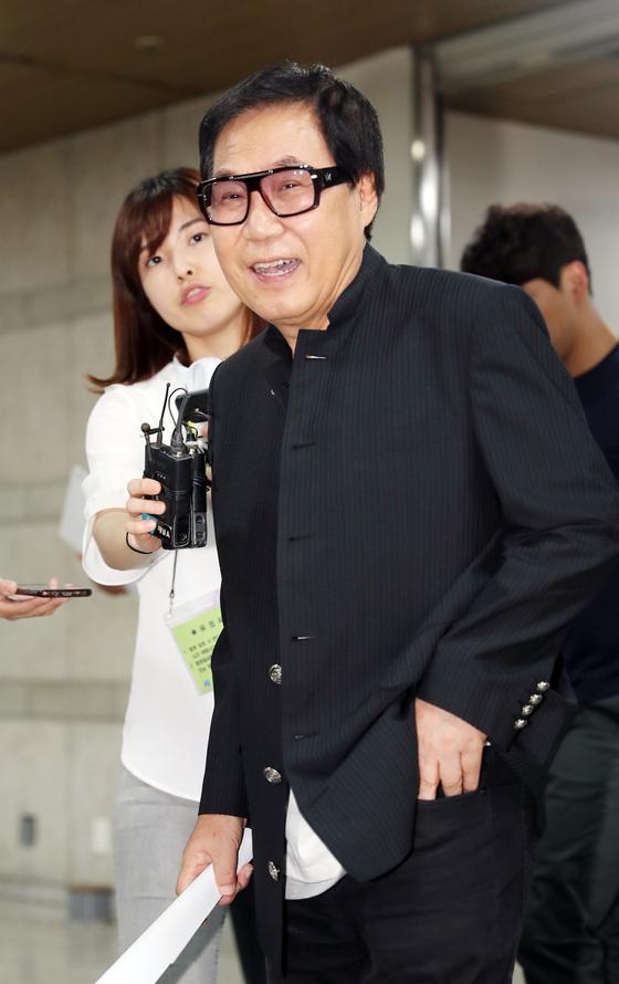 가수 조영남이 4년 만에 디너쇼를 열고 활동을 재개한다. [일간스포츠]