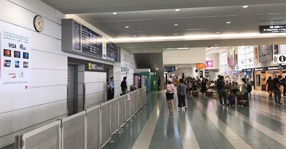 지난달 12일 일본 규슈 관문인 후쿠오카 공항의 국제선 청사가 한산한 모습을 보이고 있다. 한국과 가까운 규슈는 전체 외국인 관광객 중 한국인 관광객 비중이 높은 지역이다. [연합뉴스]