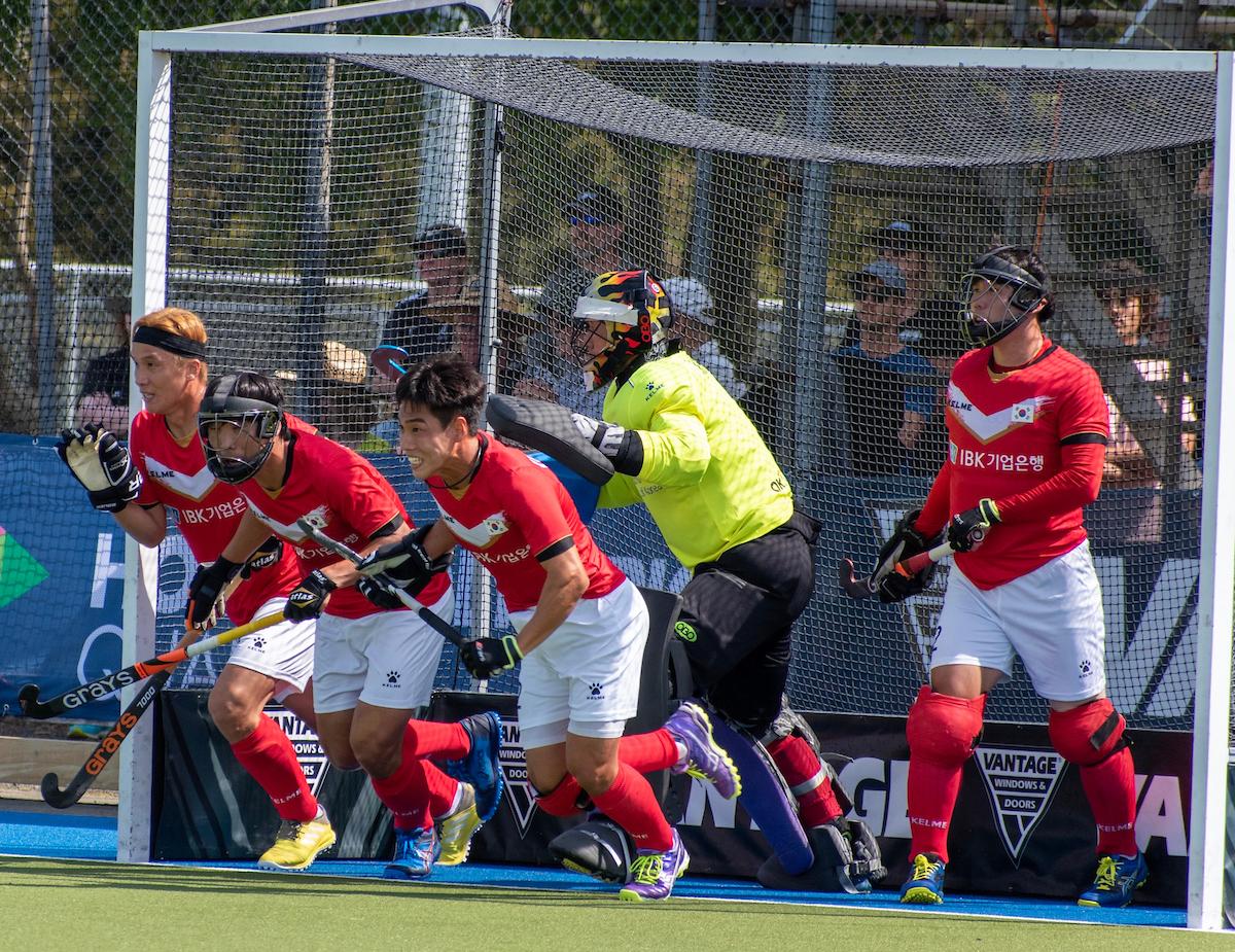 한국남자하키대표팀은 뉴질랜드와 도쿄올림픽 최종예선에서 전력을 다했지만 출전권 확보에는 실패했다. [사진 국제하키연맹]