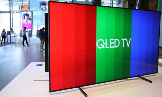 서울 삼성전자 서초사옥 딜라이트 홍보관에 8K QLED TV가 전시돼 있다. [연합뉴스]