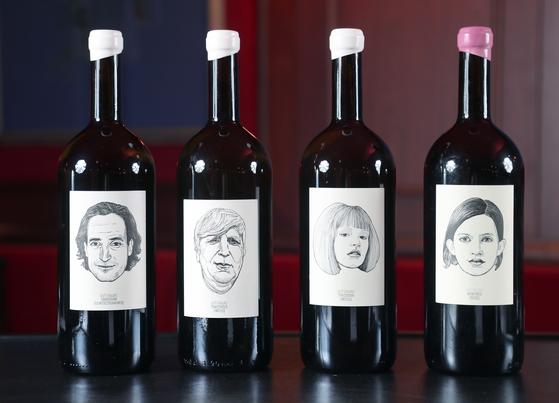 내추럴 와인으로 유명한 구토가우(GUT OGGAU) 와이너리의 레이블. 병입한 와인의 상태를 남녀노소 캐릭터로 표현하기로 유명하다. 최승식 기자