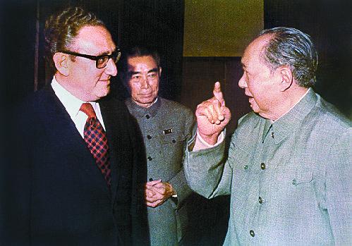 헨리 키신저 미국 국가안보보좌관이 1972년 중국을 방문해 마오저둥 주석과 대화하는 모습.[미국 국립문서보관소]