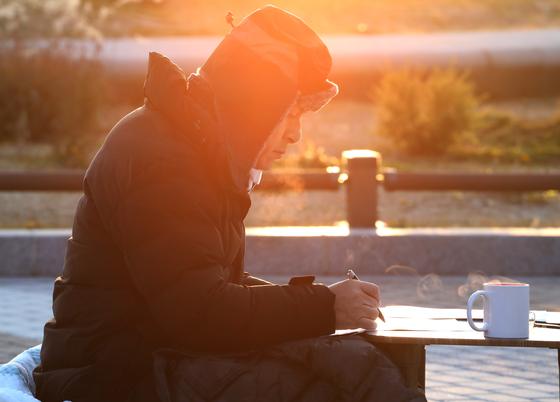 자유한국당 황교안 대표가 21일 오전 서울 청와대 분수대 앞에서 단식하고 있다. [연합뉴스]