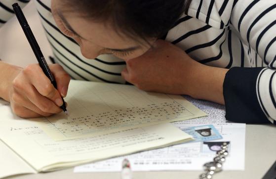 일본에선 전국 30여개소에서 연간 3차례 한국어능력시험(TOPIK)이 실시된다. [중앙포토]