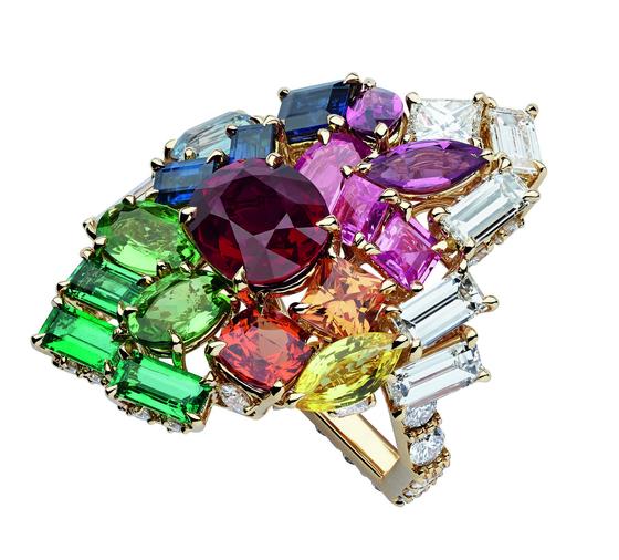 다양한 컬러와 컬러 그라데이션을 보여주는 디올 주얼리의 루비 링. [사진 디올]