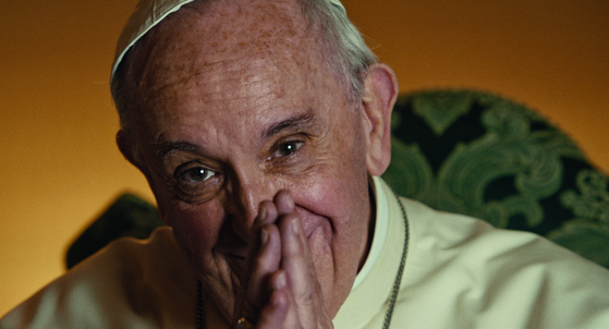 독일 출신 거장 빔 벤더스 감독이 교황청과 손잡고 제작한 다큐멘터리 '프란치스코 교황: 맨 오브 히스 워드' 속 교황의 모습. [사진 영화사 백두대간]