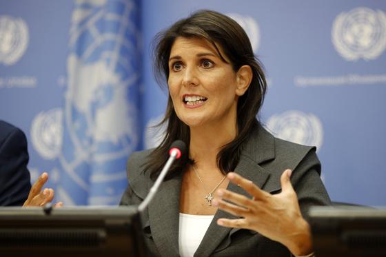 지난 9월 니키 헤일리 유엔 주재 미국대사가 미국 뉴욕 유엔본부에서 열린 기자회견에서 북한 비핵화와 안보리 대북제재와 관련된 질의에 답변하고 있다. [신화=연합뉴스]