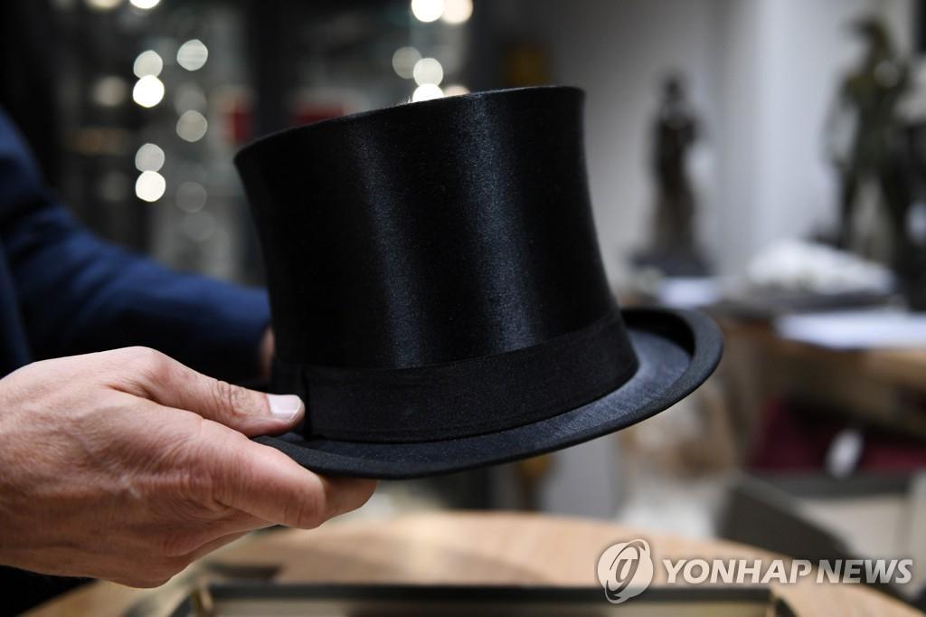 경매에 나온 히틀러의 모자. [로이터=연합뉴스]
