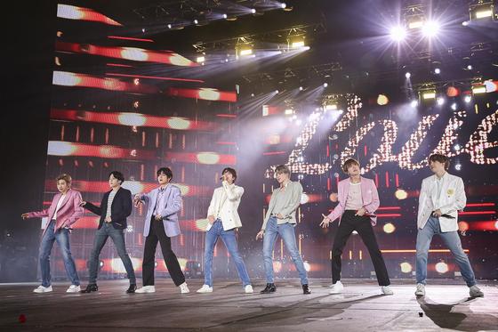 방탄소년단(BTS)이 지난달 서울에서 공연하는 모습. [사진 빅히트엔터테인먼트]