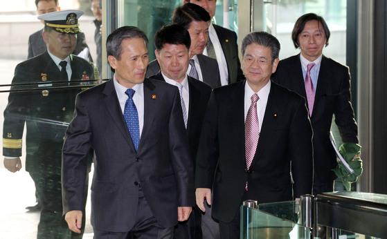 김관진 국방장관과 기타자와 도시미 일본 방위상, 한일 국방장관 회담