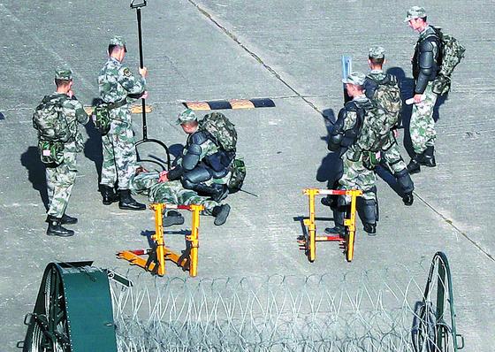 홍콩 주둔 중국군 시위진압 훈련