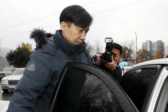 조국 전 법무부 장관이 지난 15일 오전 경기 의왕 서울구치소에서 부인 정경심 동양대 교수 면회를 마친 뒤 구치소를 나서고 있다.[뉴스1]