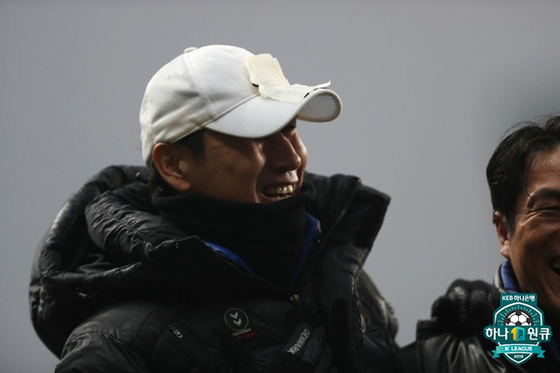 유상철 감독이 인천 부임 후 첫 홈 승리를 거뒀다. 암 투병 중인 유 감독은 끝까지 포기하지 않겠다고 다짐했다. [사진 프로축구연맹]