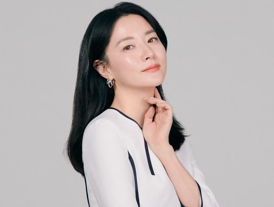 김승우 감독의 장편 데뷔작 '나를 찾아줘'로 14년 만에 스크린에 복귀한 배우 이영애. [사진 워너브러더스 코리아]
