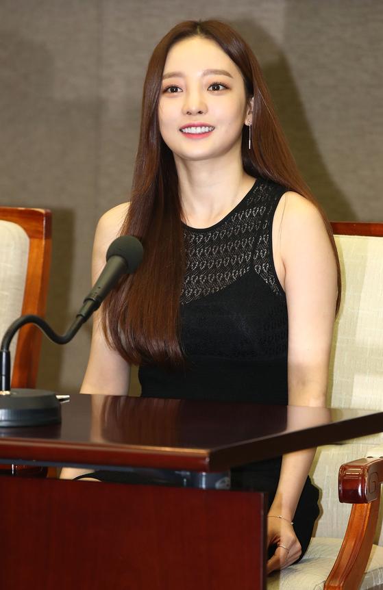 걸그룹 카라 출신의 가수 구하라가 24일 극단적 선택을 시도해 세상을 떠났다. [연합뉴스]