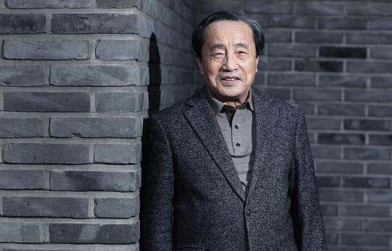 57년째 활동하고 있는 김종해 시인이 열두 번째 시집을 펴냈다 . 최승식 기자