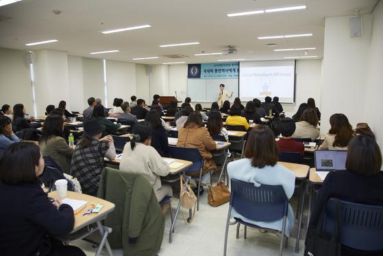 사이버한국외대 영어학부, 국내파 영어 통번역 전문가 초청 콜로퀴엄 개최