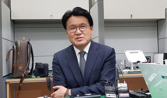황운하 대전경찰청장이 27일 오후 울산경찰청장 재직 중 이뤄진 김기현 전 울산시장 관련 수사에 대해 당시 상황을 설명하고 있다. 황 청장은 '청와대 하명' 의혹을 강하게 부인했다. 신진호 기자