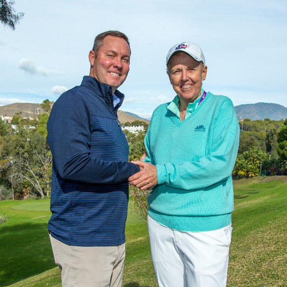 LPGA와 LET가 공동 벤처 파트너십을 맺었다. 마이크 완(왼쪽) LPGA 커미셔너와 마르타 피게라스-도티 LET 의장이 손을 맞잡았다. [사진 LPGA]
