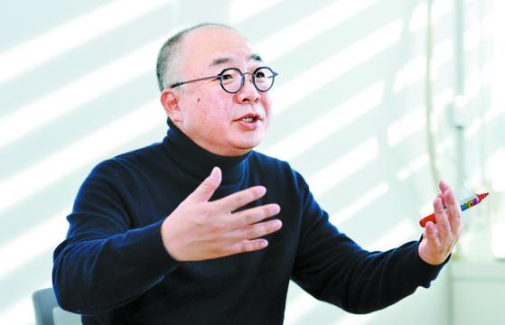 정송 카이스트(KAIST) AI대학원장이 26일 오후 대전 KAIST 원장실에서 본지와 인터뷰하고 있다. [프리랜서 김성태]