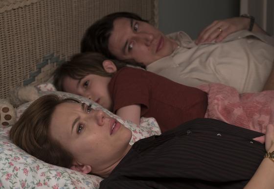 넷플릭스가 자사 오리지널 영화들을 일주일 먼저 국내 극장에 선보이면서 '윈윈'을 꾀하고 있다. 스칼렛 요한슨 주연 '결혼 이야기'(감독 노아 바움백·왼쪽 사진). [사진 넷플릭스]