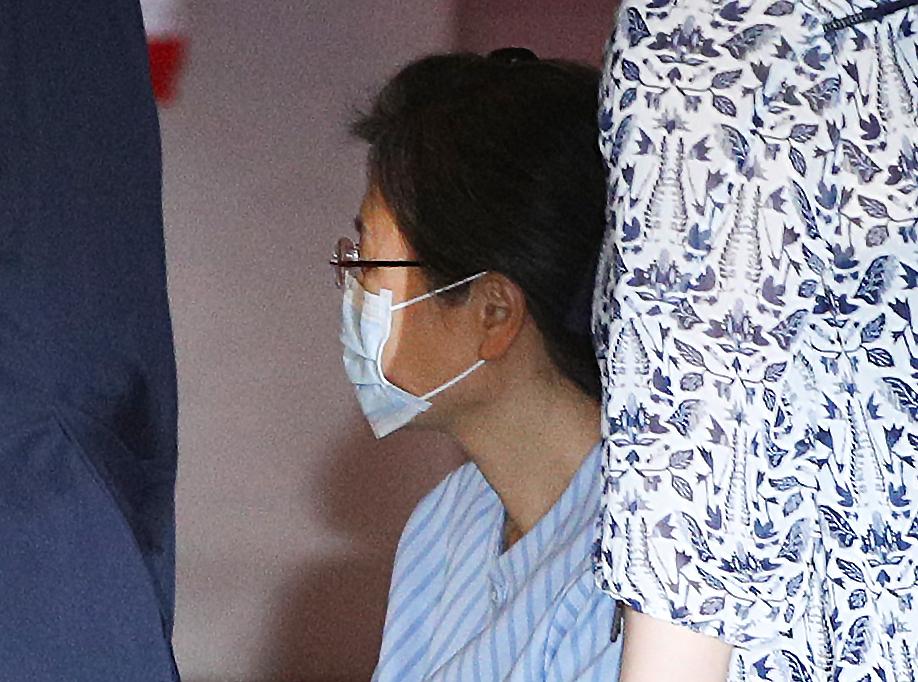박근혜 전 대통령이 지난 9월 16일 오전 어깨 수술을 받기 위해 서울 서초구 서울성모병원으로 이송되고 있다. [뉴스1]