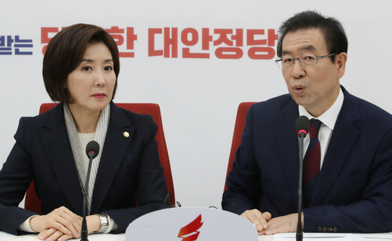 올해 1월 만난 자유한국당 나경원(왼쪽) 원내대표와 박원순 서울시장. [연합뉴스]