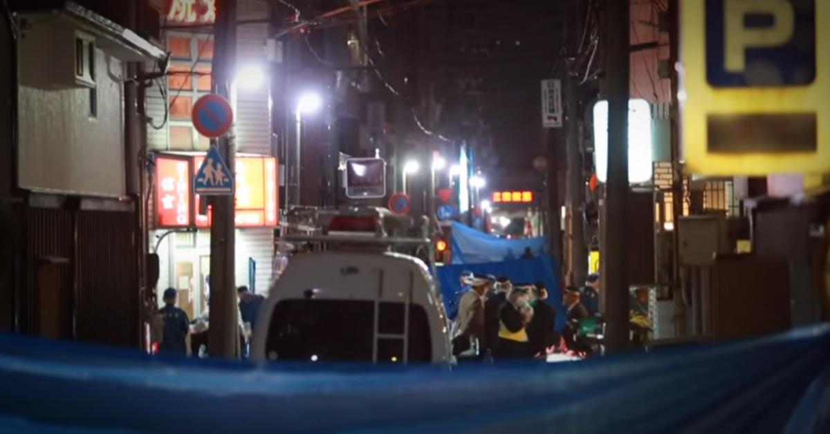 27일 오후 5시쯤 일본 효고현 아마가사키시 거리에서 총격 사건이 발생했다. 현지 관할 수사국이 현장 조사를 학 있다. [산케이뉴스 캡처]