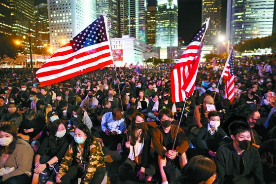 트럼프 '홍콩인권법' 서명 ... 홍콩 시민들 감사집회