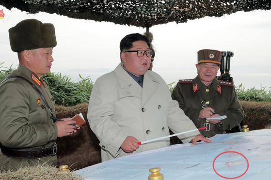 김정은 국무위원장이 서부전선에 위치한 창린도 방어부대를 시찰했다고 조선중앙TV가 25일 보도했다. [조선중앙TV]