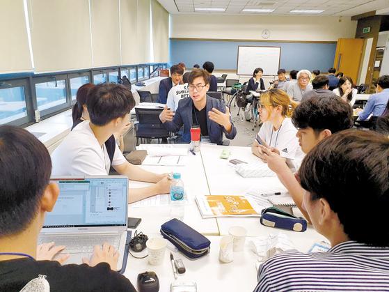 가천대 창업지원단은 지난 7월 예비창업자들의 사업화 가능성을 진단하기 위한 '창업캠프'를 열어 창업 아이템 구체화를 도왔다. [사진 가천대]