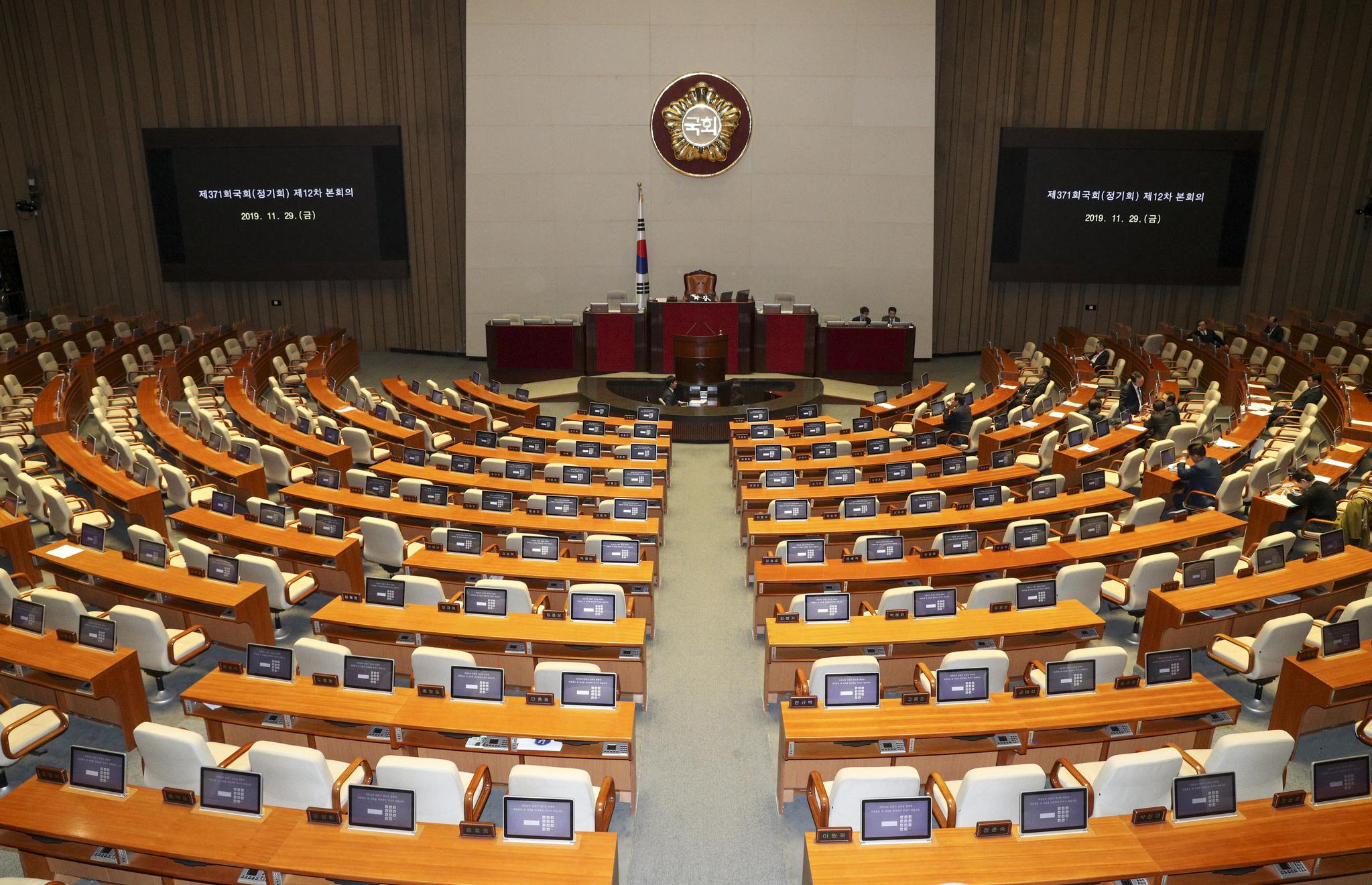 29일 오후 개회 예정인 정기국회 본회의가 자유한국당이 모든 안건에 필리버스터를 신청해 본회의가 열리지 못하고 있다.  임현동 기자