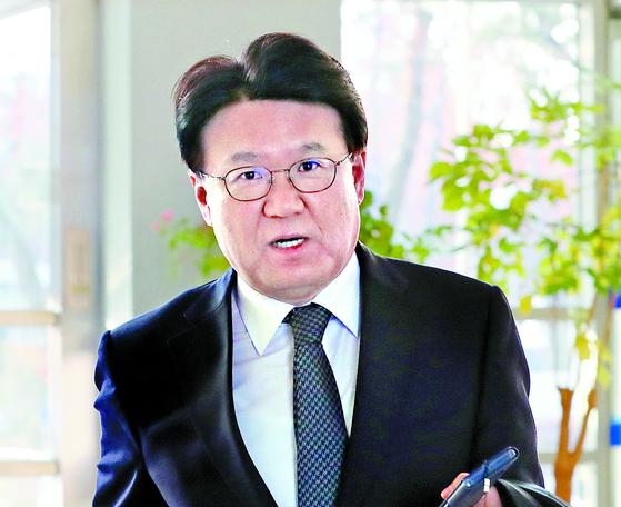 황운하 대전지방경찰청이 28일 오전 대전시 서구 대전지방경찰청으로 출근하고 있다. [연합뉴스]