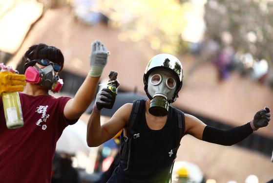 홍콩 시위가 최근 홍콩 경찰의 강력한 진압 정책으로 인해 마무리 단계에 접어들었다는 분석이 나오고 있다. [로이터=연합뉴스]