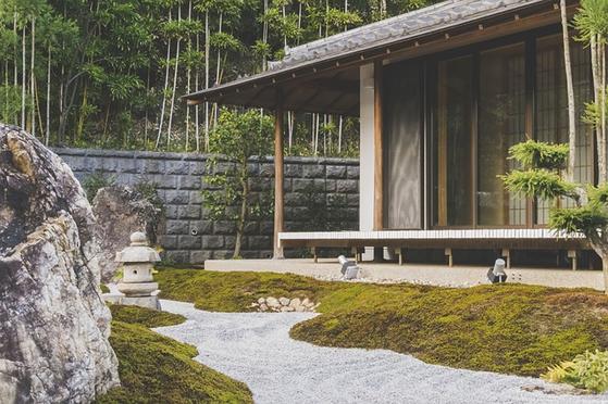 일본에서는 빈집이 늘어나는 가운데 전국적으로 신축 주택도 계속 늘어나 주택시장은 공급과잉 상태다. [사진 pixabay]