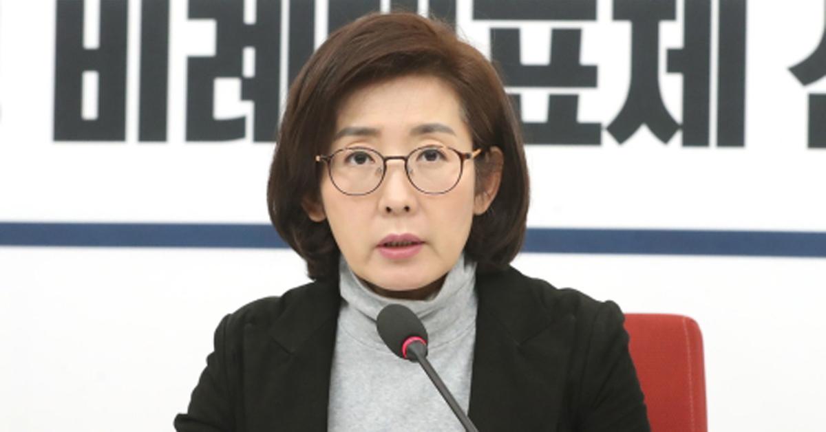 나경원 자유한국당 원내대표가 1일 오후 서울 여의도 국회에서 기자간담회를 갖고 있다. [뉴스1]