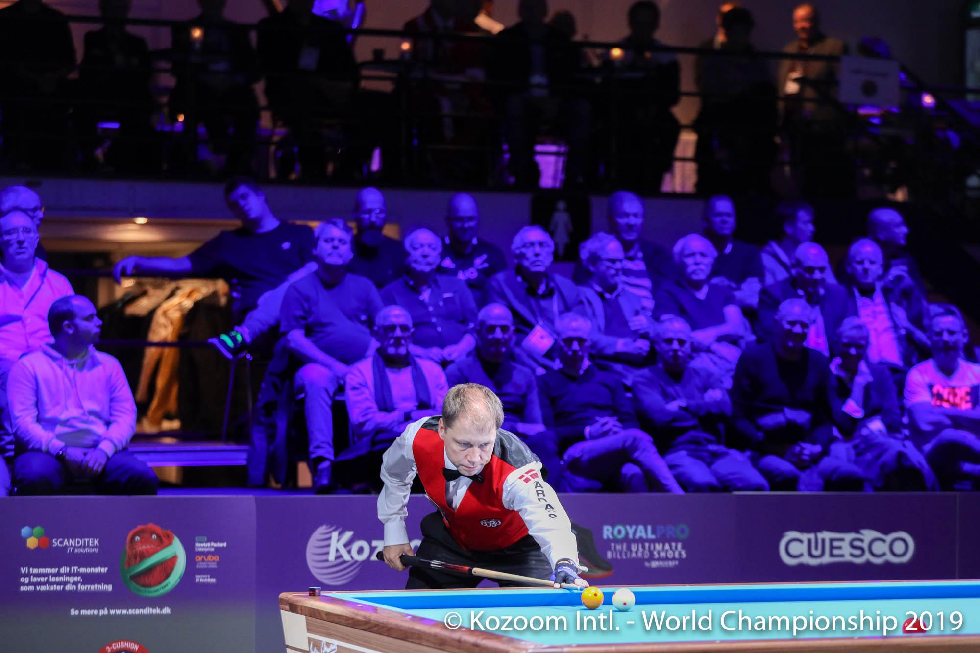 덴마크 출신 디온 넬린은 자국에서 열린 3쿠션 세계선수권대회에서 홈팬들의 응원 속에 8강에 진출했다. [사진 코줌]