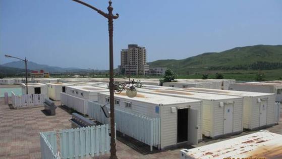 통일부가 지난 10월 29일 언론에 공개한 금강산관광지구의 남측 시설 사진. 사진은 구룡빌리지. 현대아산 소유·운영으로 2005년 4월 개관했으며 단층 197실(컨테이너 192동)로 이루어져 있다. [통일부 제공=연합뉴스]