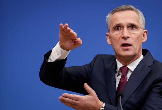 """이번주 3~4일 열리는 북대서양조약기구(NATO) 정상회의를 앞두고 옌스 스톨텐베르그 나토 사무총장이 지난 29일 벨기에 브뤼셀 본부에서 기자회견을 열고 """"동맹국 방위비가 증가했다""""고 발표했다. [EPA=연합뉴스]"""