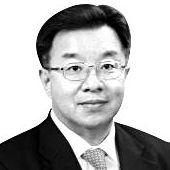 홍규덕 전 국방부 국방개혁실장 숙명여대 정치외교학과 교수