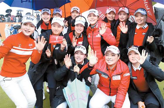 박인비 인비테이셔널에서 승리한 KLPGA 선수들이 기뻐하고 있다. [사진 브라보앤뉴]
