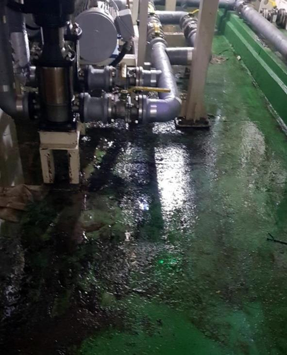 2일 오전 10시 16분 청주시 청원구 오창읍 2차전지 필름 제조 공장에서 배관 작업을 하던 근로자 A(35)씨 등 2명이 화학 물질 가스를 마셨다. [연합뉴스]