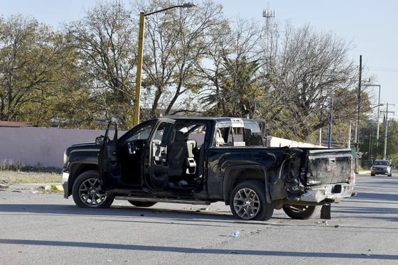 총격을 받은 픽업 트럭의 모습. [AP연합뉴스]