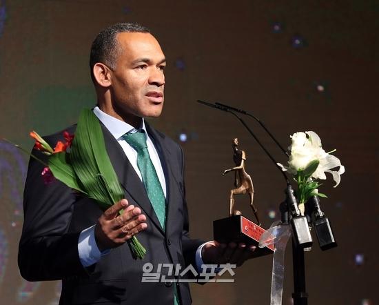 K리그1 감독상을 수상한 모라이스 전북 감독이 소감을 밝히고 있다. 김민규 기자