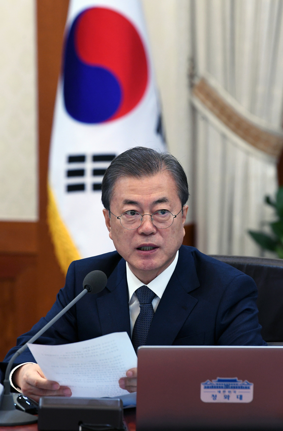 문재인 대통령이 3일 오전 청와대에서 열린 국무회의에서 모두발언을 하고 있다. 청와대사진기자단