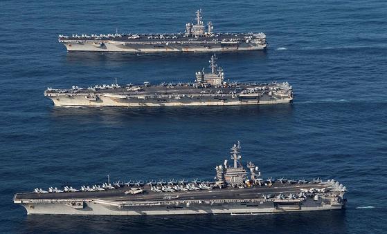 2017년 11월 12일 미 항공모함 니미츠(CVN 68, 맨 위), 로널드 레이건(CVN 76), 시어도어 루즈벨트(CVN 71) 등 항모 3척이 동해에 동시에 진입해 한국 해군과 연합훈련을 벌였다.[미 해군]